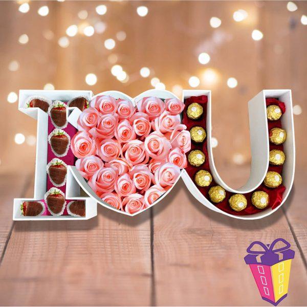 regalo con frutillas chocolatadas, chocolates ferrero y rosas